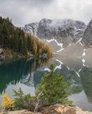Błękitny jezioro w Północnych kaskadach zdjęcia royalty free