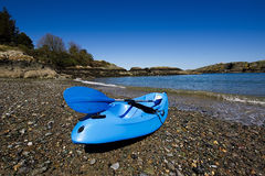 Błękitny kajak na pięknej plaży Obraz Stock