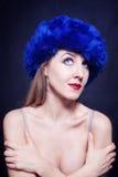 błękitny kapeluszowi zima kobiety potomstwa Fotografia Royalty Free