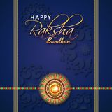 Błękitny kartka z pozdrowieniami projekt z pięknym rakhi na papierowym kwiecistym b Fotografia Stock