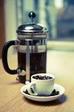 błękitny kawowy francuski kubka talerza prasy odcienia biel Zdjęcia Royalty Free
