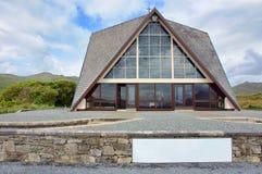 błękitny kościelnych gór daleki wiejski niebo Zdjęcia Royalty Free