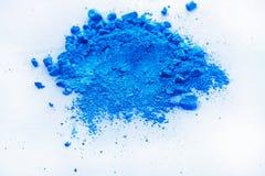 Błękitny koloru tło kreda proszek zdjęcia royalty free