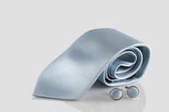 Błękitny krawat z mankiecików połączeniami Zdjęcia Royalty Free