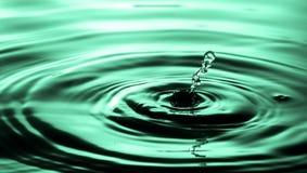 błękitny kropelki spadać woda Obraz Royalty Free