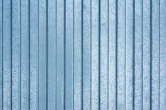 Błękitny kruszcowy żelazny tło w horyzontalnych lampasach stalowy tło abstrakcyjny tło fotografia stock