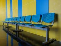 błękitny krzesła opróżniają podłoga obrazy royalty free