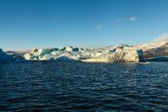 Błękitny lodowa lód, góra lodowa, Jokulsarlon laguna, Iceland Zdjęcie Royalty Free