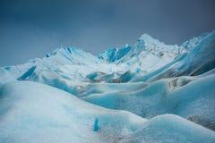 Błękitny lodowiec z nierówną powierzchnią Shevelev Fotografia Stock