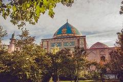 Błękitny meczet za jarda ogródem Elegancki islamski masjid budynek Podróż Armenia, Kaukaz Turystyczny architektura punkt zwrotny  obrazy stock