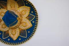 Błękitny Meksykański aksamitny sombrero, odizolowywający na bielu obraz stock