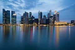 błękitny miasta godzina Singapore linia horyzontu fotografia stock