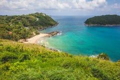 Błękitny morze i jasny niebo w lecie na wzgórzu Zdjęcie Stock