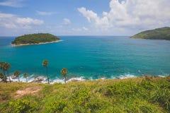 Błękitny morze i jasny niebo w lecie na wzgórzu Obrazy Royalty Free