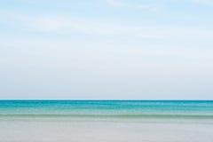 Błękitny morze przy Patong plażą Fotografia Stock