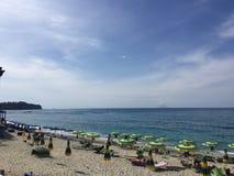 Błękitny morze w Tropea Zdjęcia Royalty Free