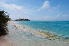 Błękitny morze z małą wyspą Obrazy Stock