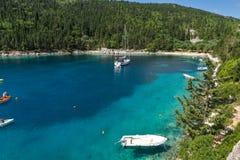 Błękitny nawadnia Fok Fiskardo plaża, Kefalonia, Grecja Obrazy Stock