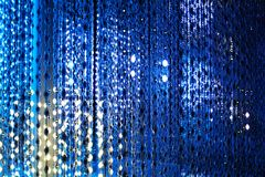 Błękitny neonowych świateł tło, abstrakcjonistycznej błyskotliwości jaskrawy lekki zbliżenie, świetlicowy świąteczny partyjny pla ilustracja wektor