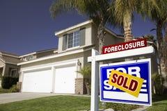 błękitny nieruchomości foreclosure hou istny sprzedaży znak Fotografia Stock