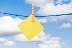 błękitny notatki nieba kolor żółty zdjęcie stock