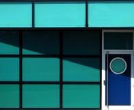 Błękitny nowożytny metalu drzwi Obrazy Royalty Free