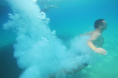 błękitny nurka mężczyzna skok do wody Obraz Royalty Free