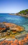 Błękitny oceanu niebo i brzeg wykładamy przy oceanem drogowy Wiktoria na letnim dniu fotografia stock