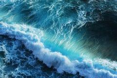 błękitny oceanu potężne fala Obrazy Stock