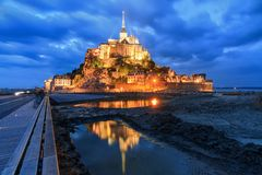 Błękitny odbicie Le Mont Saint-Michel Obrazy Stock