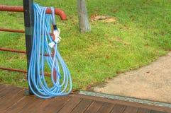 Błękitny ogrodowy wąż elastyczny Zdjęcie Stock
