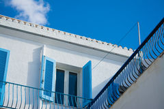 Błękitny okno pod kolorowym niebem Zdjęcia Royalty Free