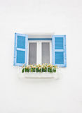 Błękitny otwarte okno Z kwiatu ornamentem. Zdjęcie Stock