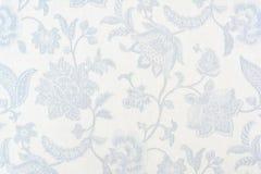 Błękitny ozdobny kwiecisty wzór na białym bawełnianym tablecloth zdjęcie royalty free
