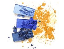 Błękitny palety oka cień na kolor żółty miażdżącym kosmetycznym kolorze Obraz Royalty Free