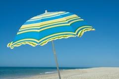 błękitny parasolowy kolor żółty Zdjęcia Stock