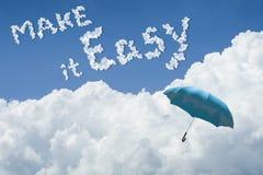 błękitny parasolowy unosić się above przeciw niebieskiemu niebu i chmurze słoneczny dzień cloudscape zamyka w górę chmury tekst r ilustracji