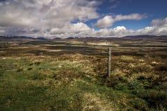 Błękitny popielaty niebo nad Szkockim polem w Europa Zdjęcie Royalty Free