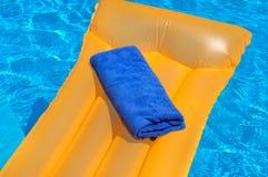 Błękitny ręcznik na materac Fotografia Royalty Free