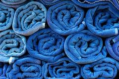 Błękitny ręcznik na tle Fotografia Royalty Free