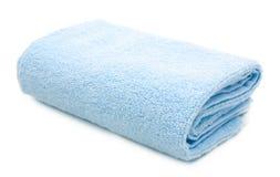 Błękitny ręcznik odizolowywający na bielu Zdjęcia Royalty Free