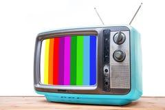 Błękitny rocznik TV na drewno stole Zdjęcia Royalty Free