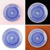 Błękitny round ceramiczny talerz z spirala wzorem obraz royalty free