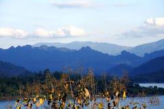 Błękitny rzeki i Cerulean niebo w Szerokiej ramie Zdjęcie Royalty Free