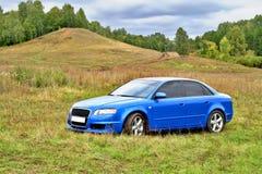 błękitny samochód obraz royalty free