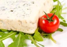 Błękitny ser i czereśniowy pomidor obrazy stock