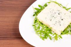 Błękitny ser na talerzu zdjęcia stock