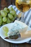 błękitny sera winogron nożowy kawałek Zdjęcie Stock