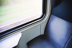 Błękitny siedzenie w nowożytnym europejczyka pociągu Obrazy Stock
