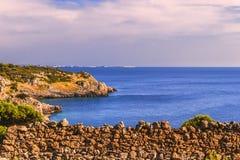 błękitny skał denny seascape nieba lato Salento wybrzeże: Podpalany Uluzzo (Lecka) Włochy (Apulia) Obraz Royalty Free